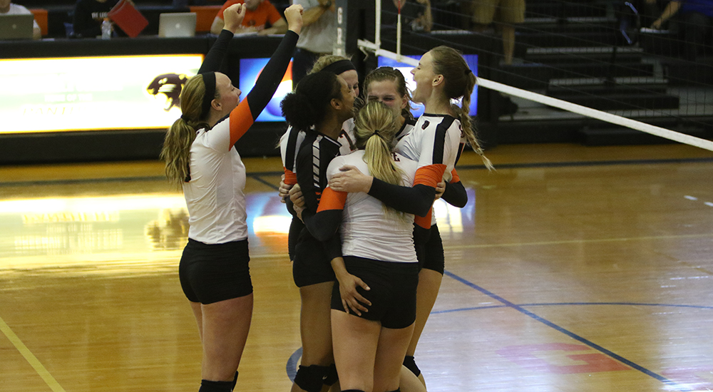 Women's volleyball earns position in SLIAC championship match