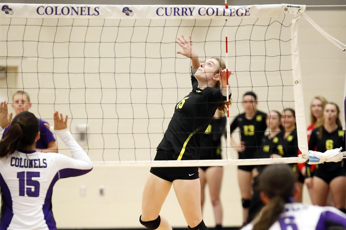 Women's Volleyball Makes Quick Work of Salem State