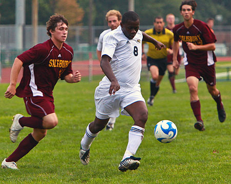 Season Preview: Men's Soccer looks to find the win column in 2010