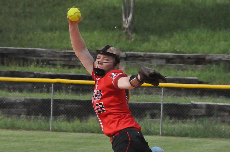 Softball: Panthers close out regular season with split at Judson