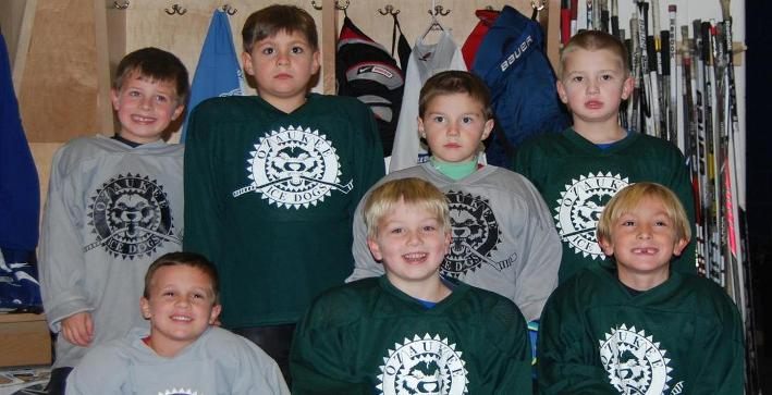 Ozaukee Mini Mites skate at Men's Hockey game November 9