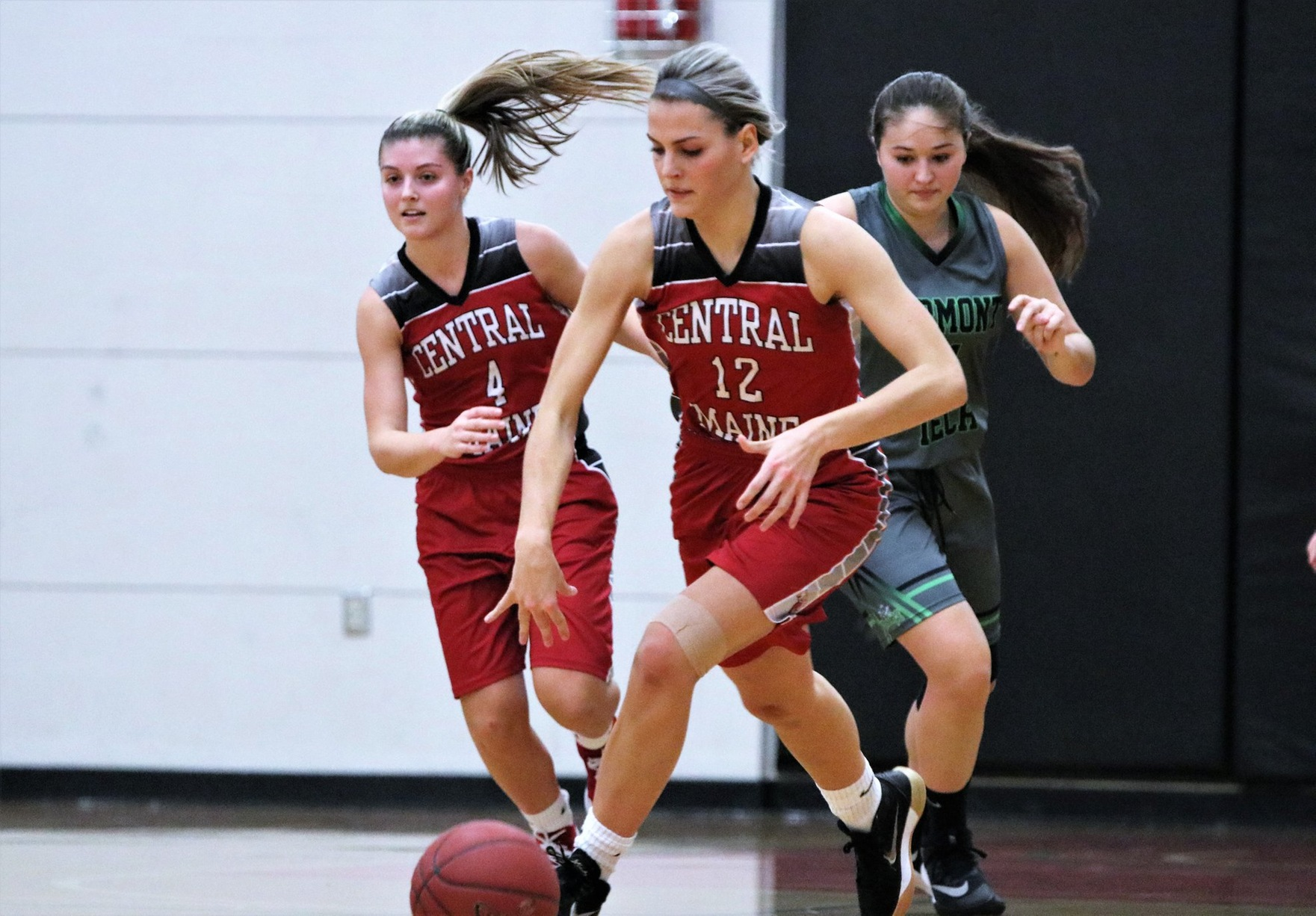 Women's Basketball sinks pesky Clippers