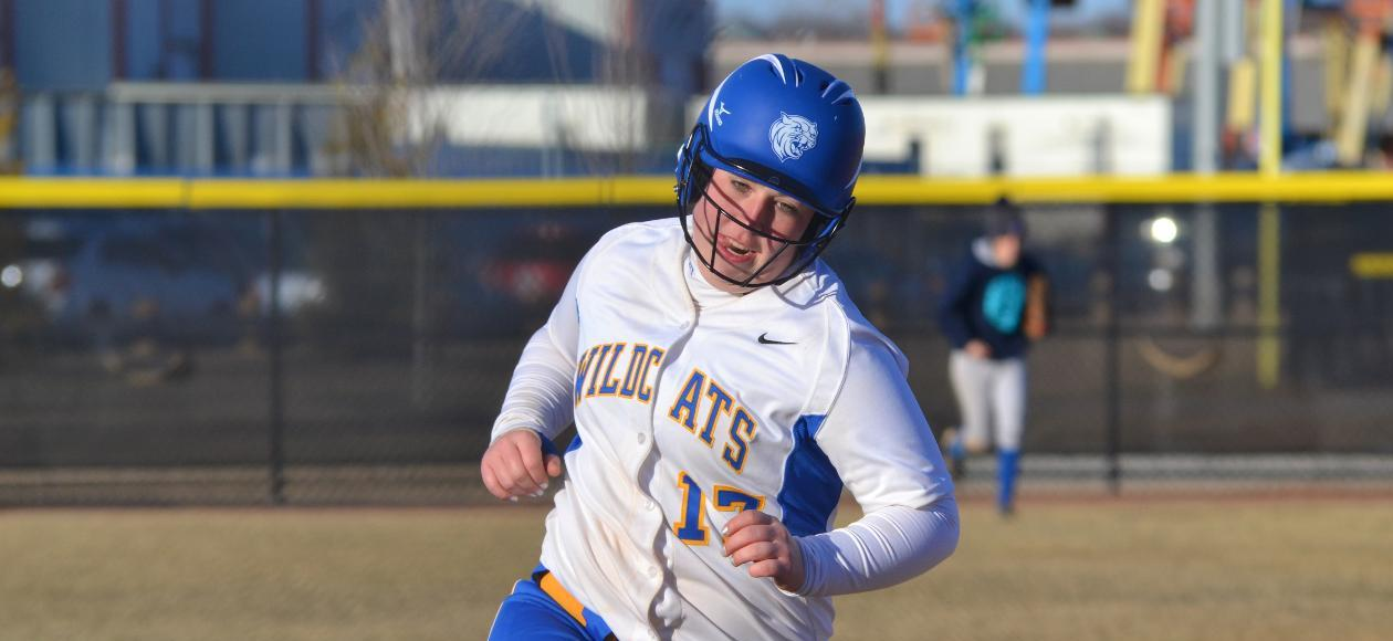 JWU Softball Splits With UMass Dartmouth