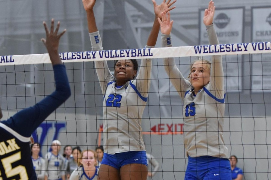 Yasmine Reece and Nicole Doerges combined for 27 kills in the Blue victory (Julia Monaco).