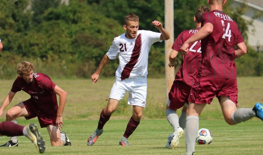Three-Minute Barrage Breaks Men's Soccer on Homecoming