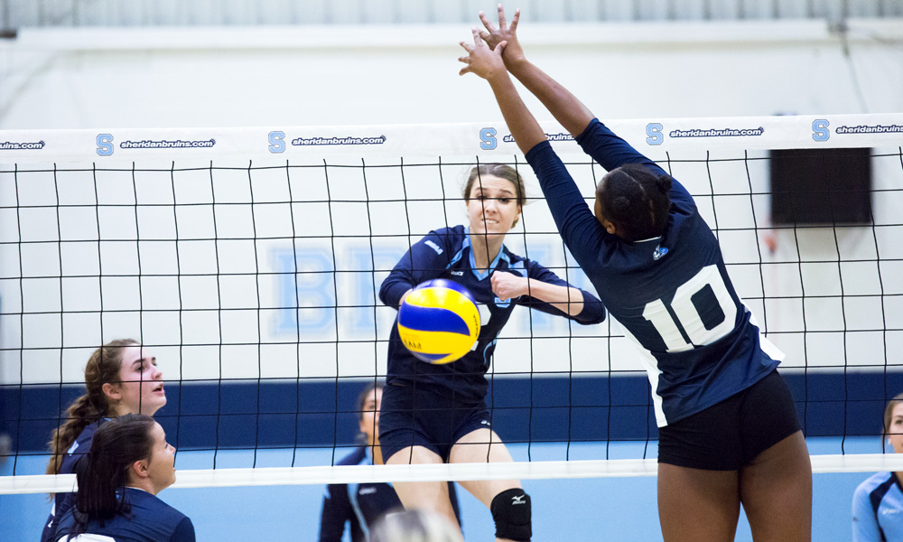 Women's volleyball comeback falls short to Niagara