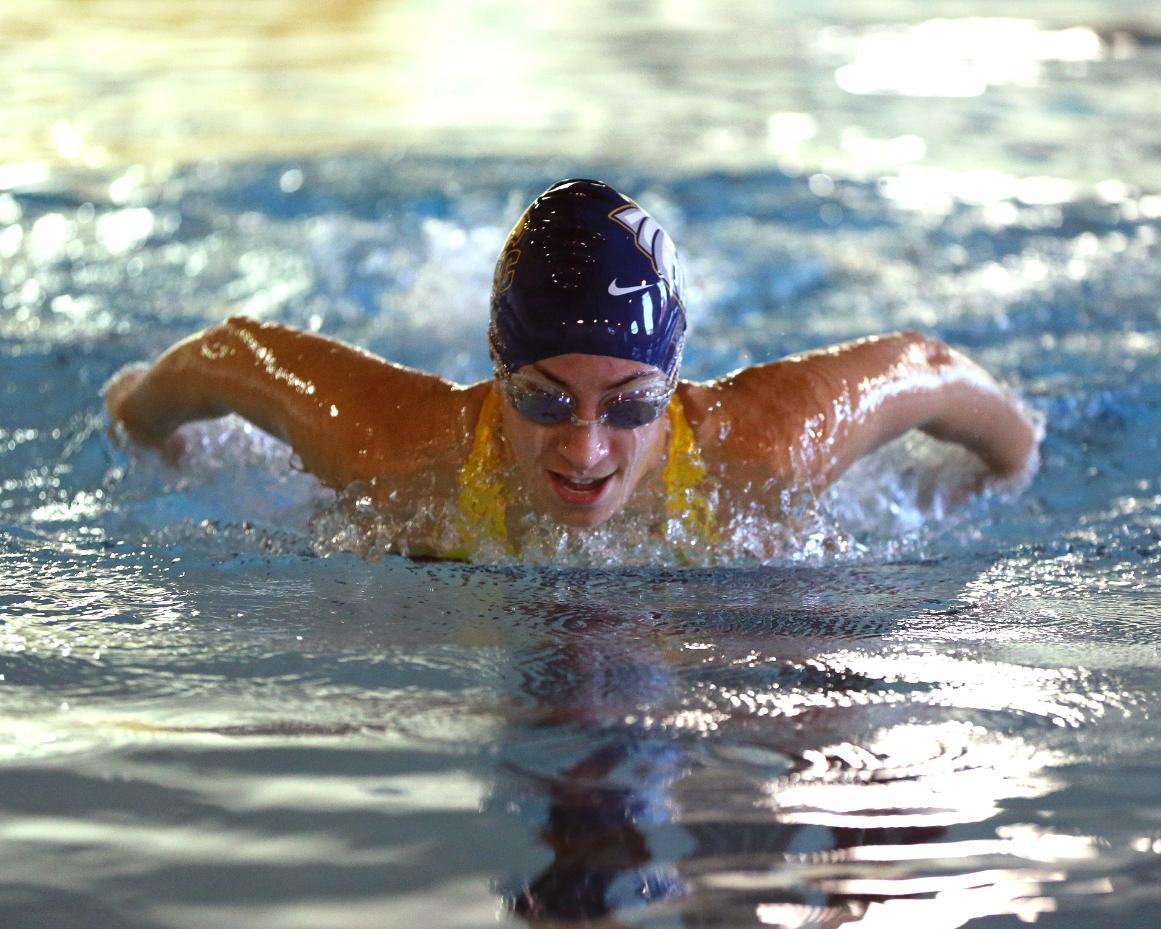 Women 39 S Swimming Splashes Down On Sjc Brooklyn For Win St Joseph 39 S College Long Island Golden