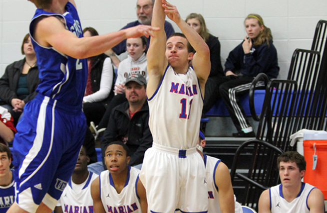 Men's Hoops Upended by Dubuque at Home