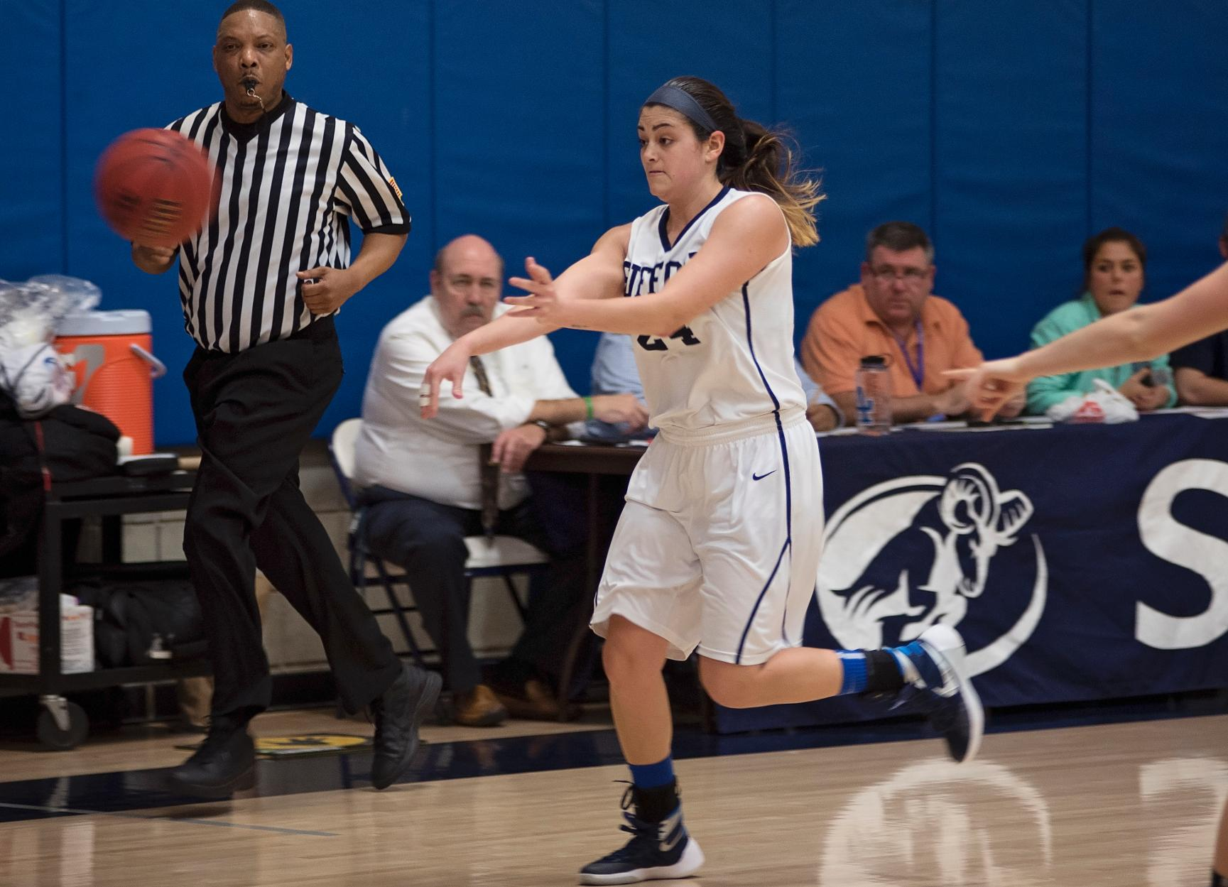 Anna Maria Comes to Take on Women's Basketball Thursday