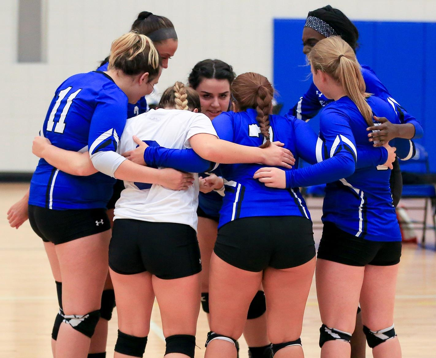 Volleyball Goes 2-1 Over The Weekend