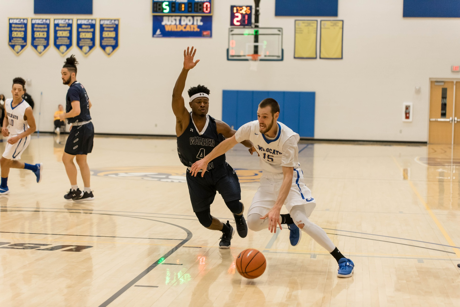 JWU Men's Basketball Team Takes Down Builders On Road