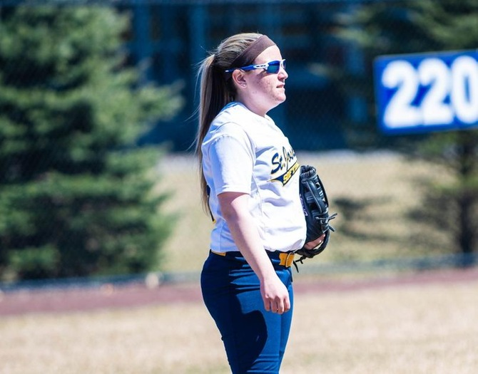 Softball Picks Up Wins over St. Norbert, Grinnell on Sunday