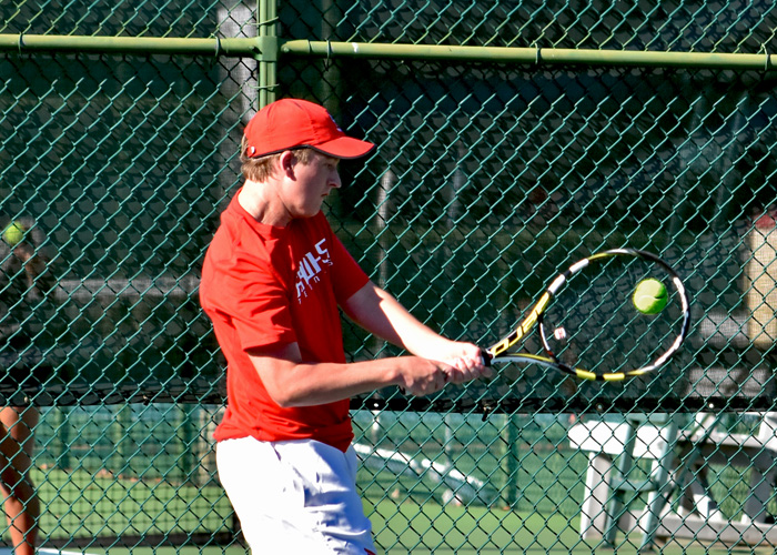 Men's tennis loses to Belhaven and Rhodes