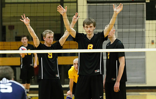 Men's Volleyball Outlasts Rivier