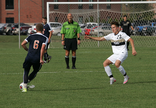 Men's Soccer Ends Season With Loss Against Calvin In MIAA Tournament Semifinal