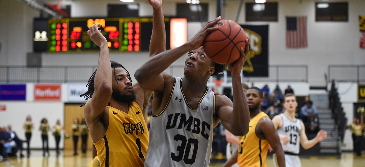 Men's Basketball Guts Out 72-67 Win at Maine; Akin Posts Season Bests in Scoring and Rebounding