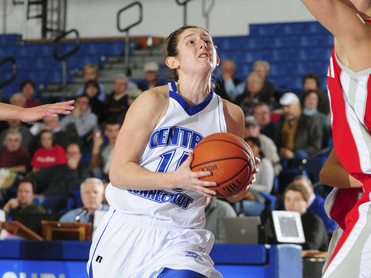 Wade and Oglesby Post Career-High Scoring Efforts in 76-63 CCSU Home Win Over Robert Morris
