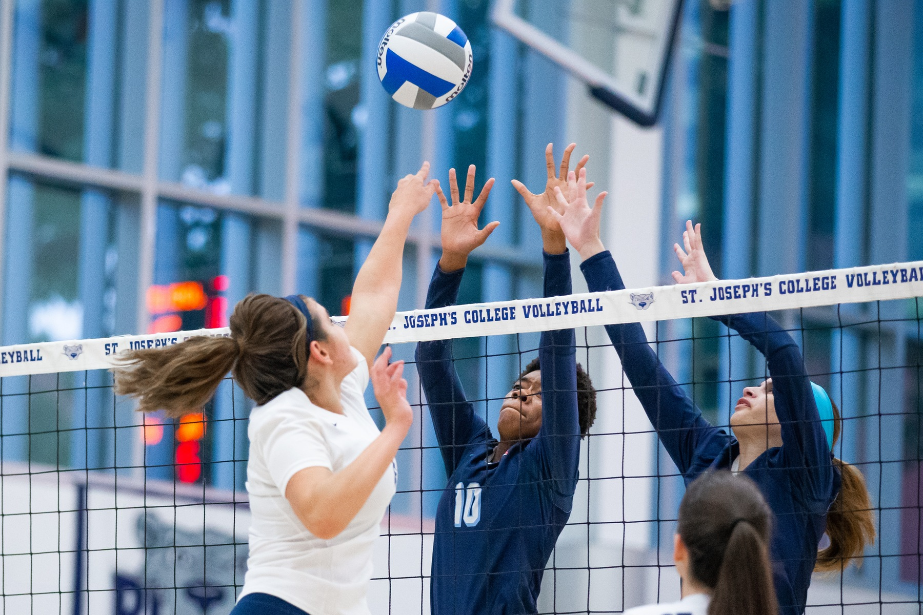 Women's Volleyball Drops Home Opener to John Jay