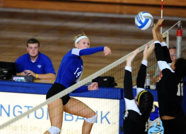 Volleyball Beats Quinnipiac in Five