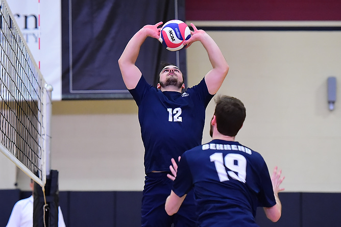 Men's Volleyball Defeats Wilson; Falls to Wells