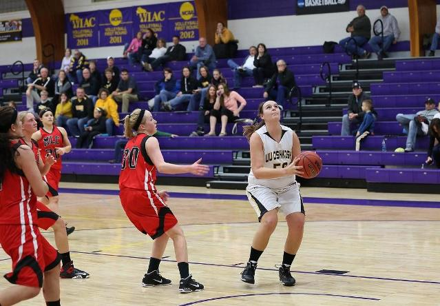 Sarah Stecker led the Titans with 17 points and four assists.