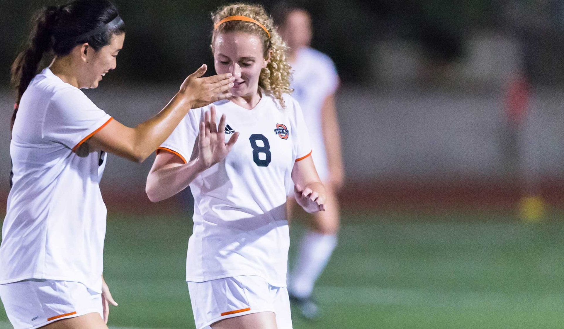 Oxy Beats Pomona-Pitzer in First-Place Showdown