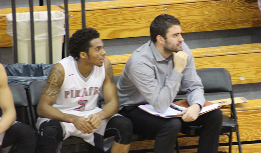 Houston's Big Night Leads Pirates to 79-65 Win Over Ellsworth CC