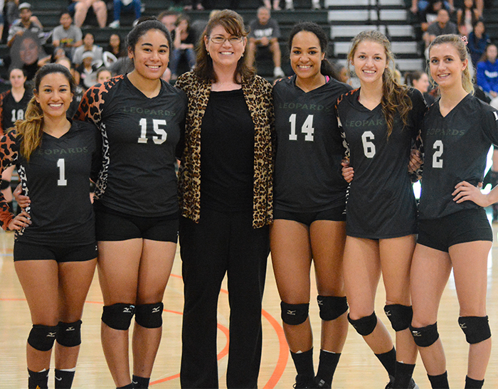 No. 18 Volleyball sweeps Redlands on Senior Night