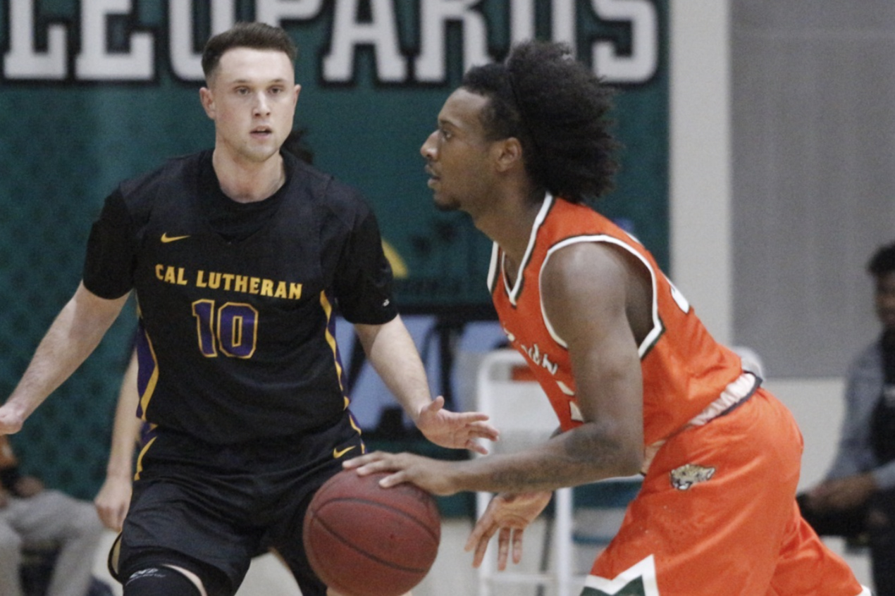 Kingsmen Fall to Leopards on the Road
