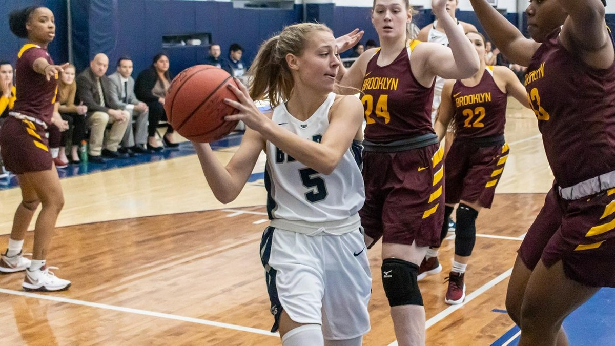 Trio of Double-Doubles Leads Women's Basketball Past Farmingdale State in Skyline Opener