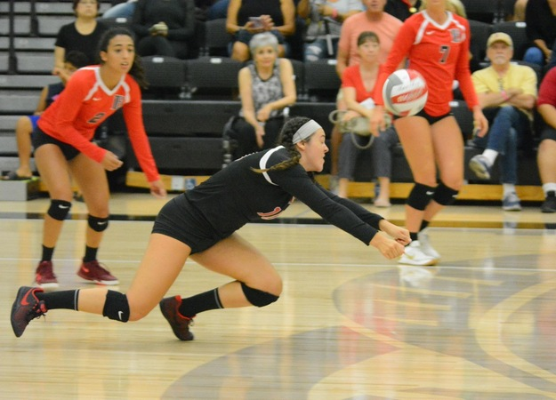 No. 14 Vikings Upset No. 9 El Camino in Tenth-Straight Win