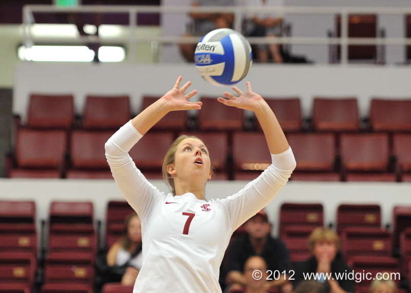 Volleyball Defeats No. 28 San Diego State in Five