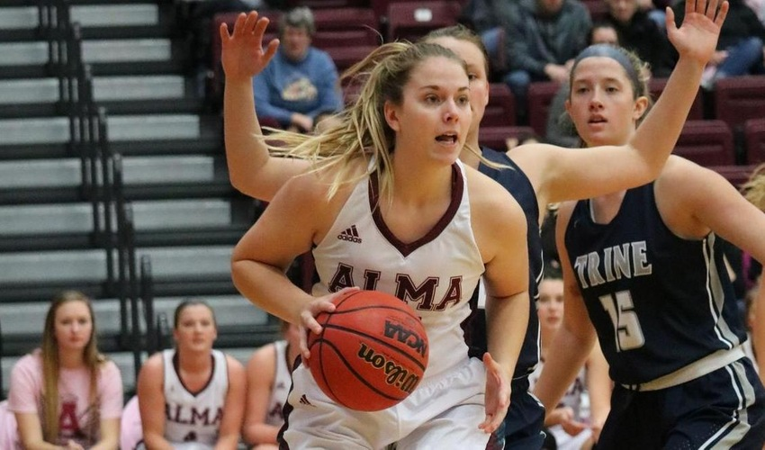 Women's Basketball Snaps Four Game Losing Streak with Win over Illinois Tech