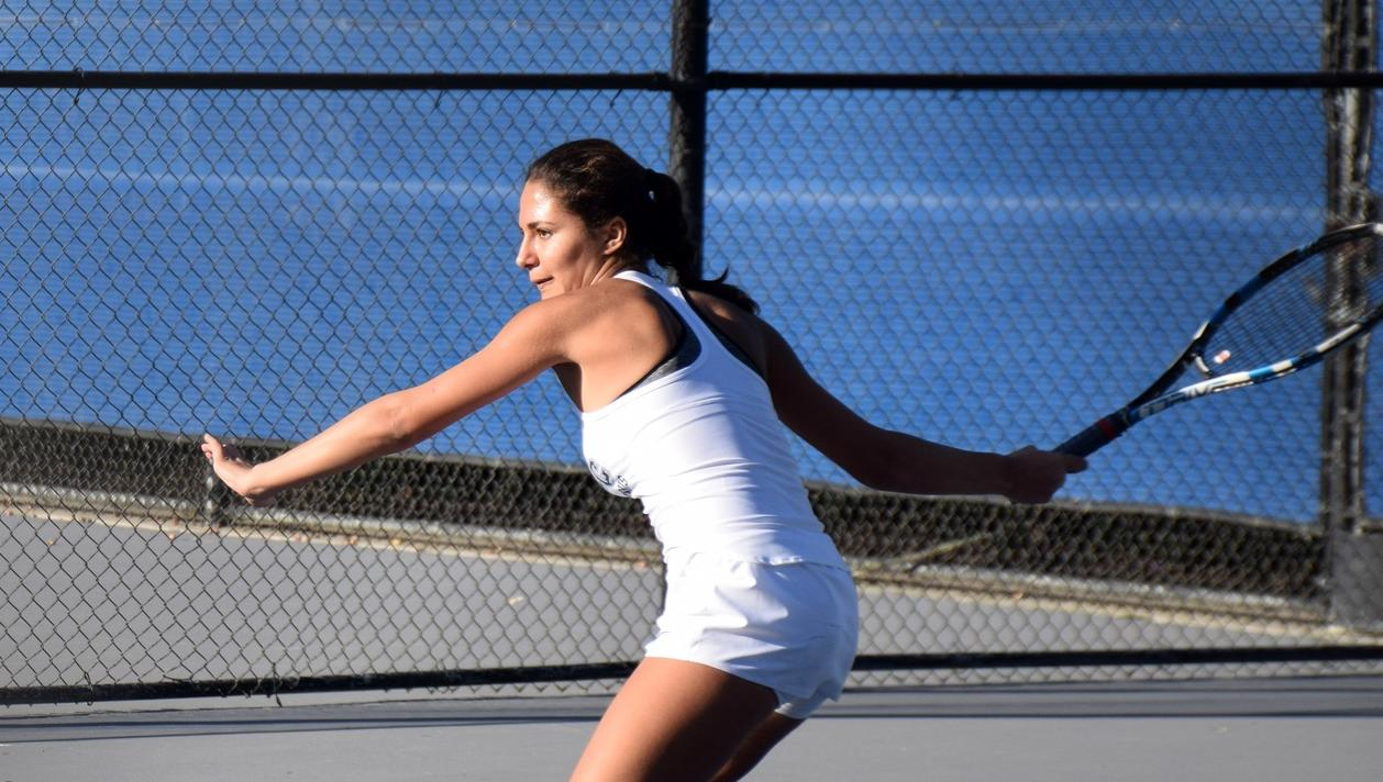 Women's tennis team beats Saddleback, 8-1, to open OEC play