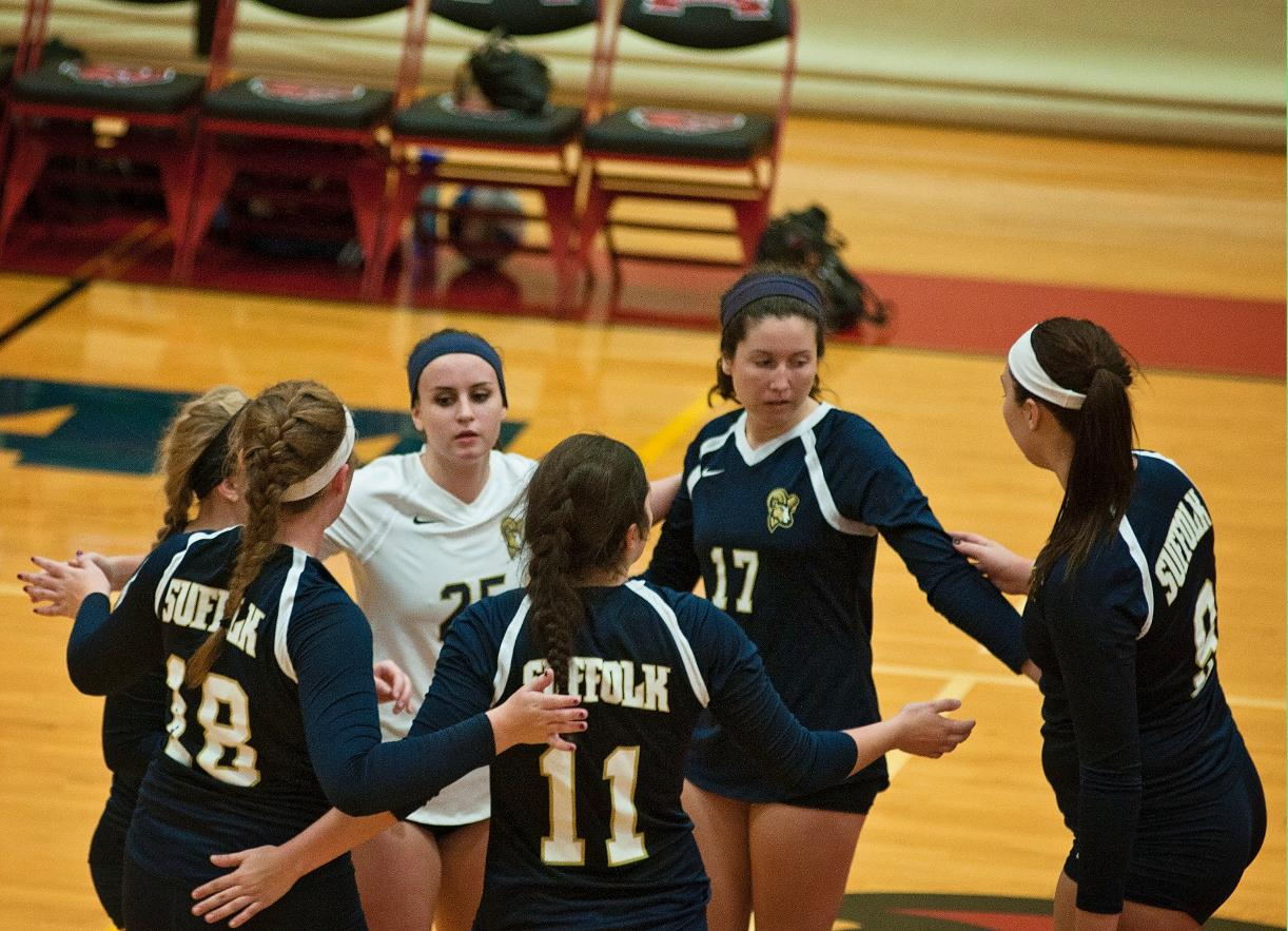 Volleyball Closes Homestand with Pine Manor, Lesley
