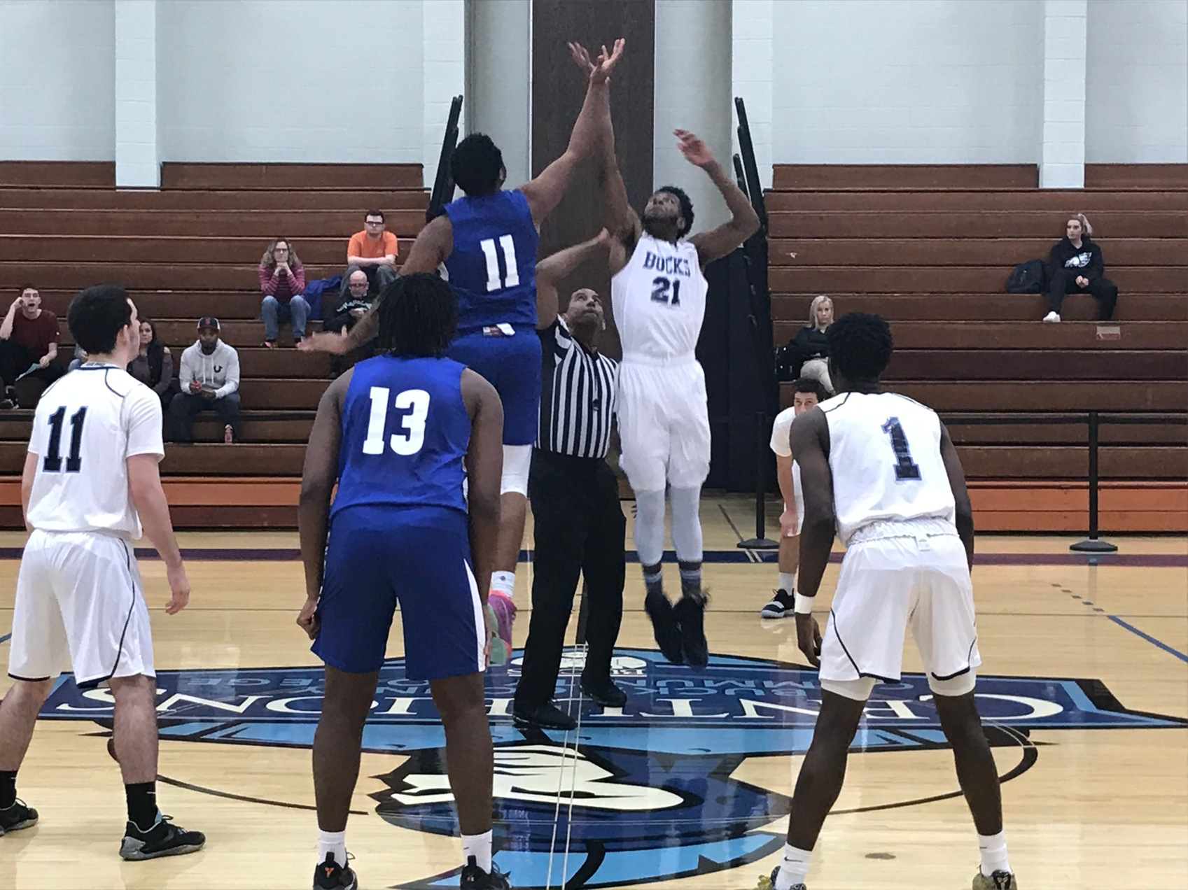 Men's Basketball Clips Blue Jays in Thriller