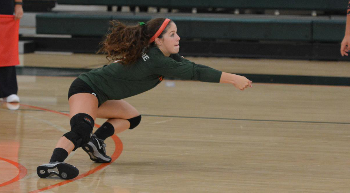 Volleyball sweeps Whittier to open SCIAC play
