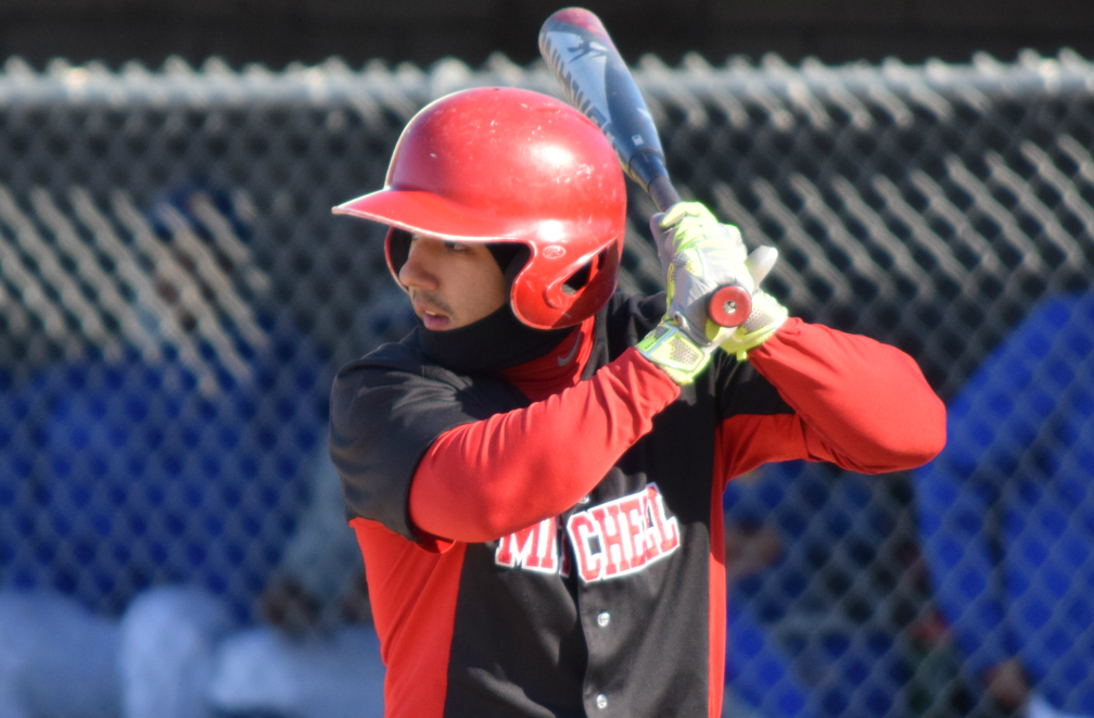 Baseball Extends Streak to Eight at Amherst