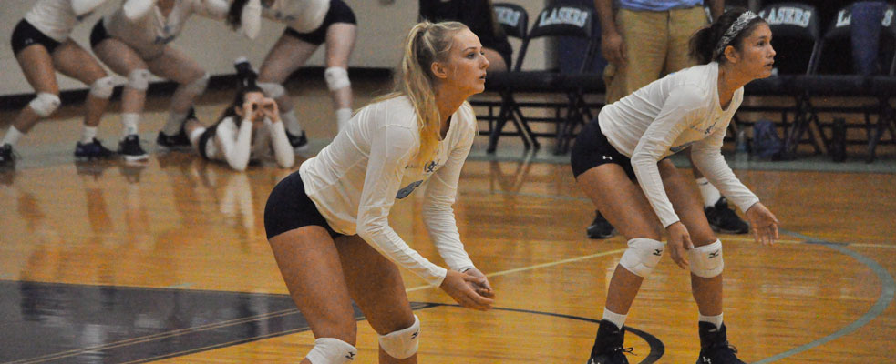 Women's Volleyball Splits GNAC Tri Match with JWU and Albertus