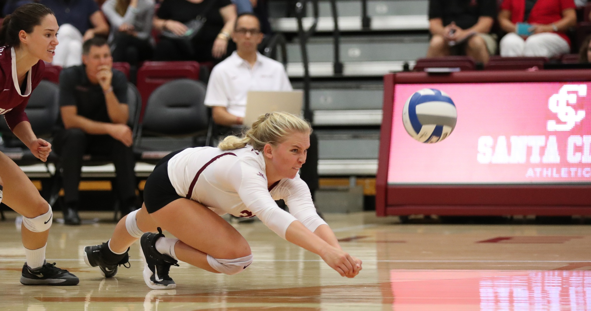 No. 17 San Diego Finishes Strong, Downs Volleyball 3-0