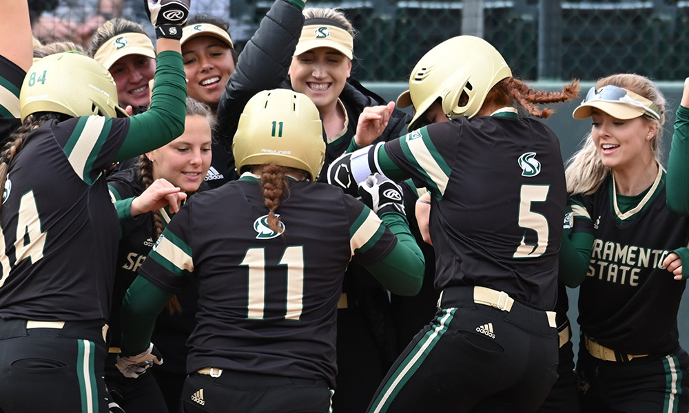 SOFTBALL COMPLETES 3-GAME SWEEP OF LOYOLA MARYMOUNT, BROOKSHIRE TIES HOME RUN RECORD
