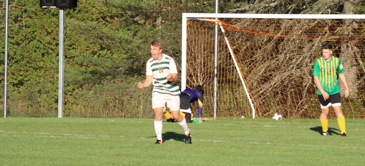 Martin's late goal pushes Hornets past Southern Vermont
