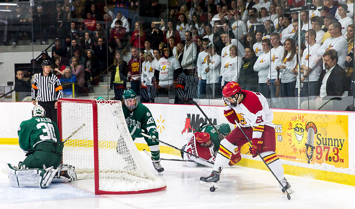 Binkley's Game-Winner In OT Lifts #19 Bulldogs To Win In First WCHA Home Contest