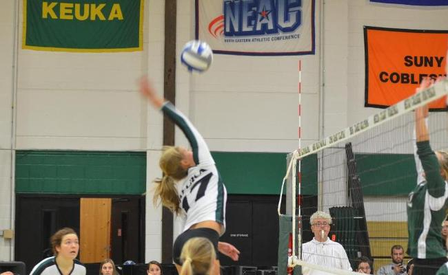 Women's Volleyball Closes Weekend with Win