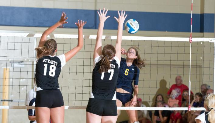 Volleyball Splits on Day One of Augsburg Invitational