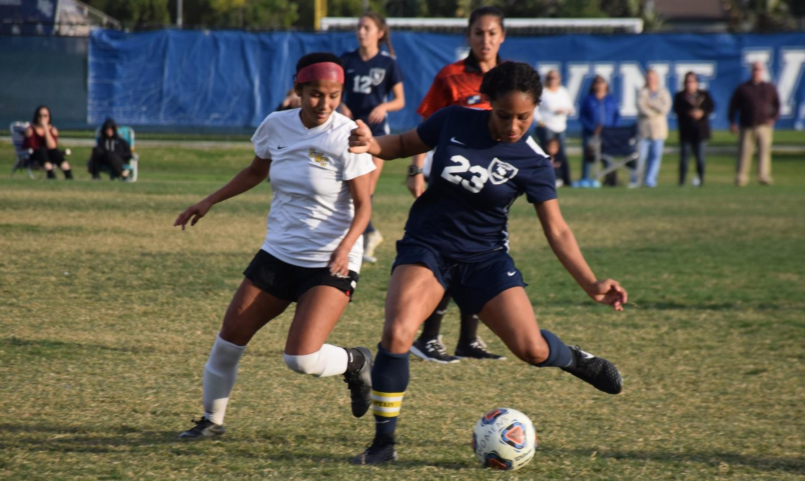 Women's soccer team ends season with loss at Saddleback