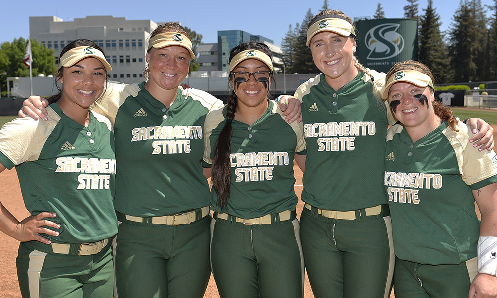 CORR TOSSES A 4-HIT SHUTOUT AS SOFTBALL BLANKS PORTLAND STATE, 3-0, ON SENIOR DAY