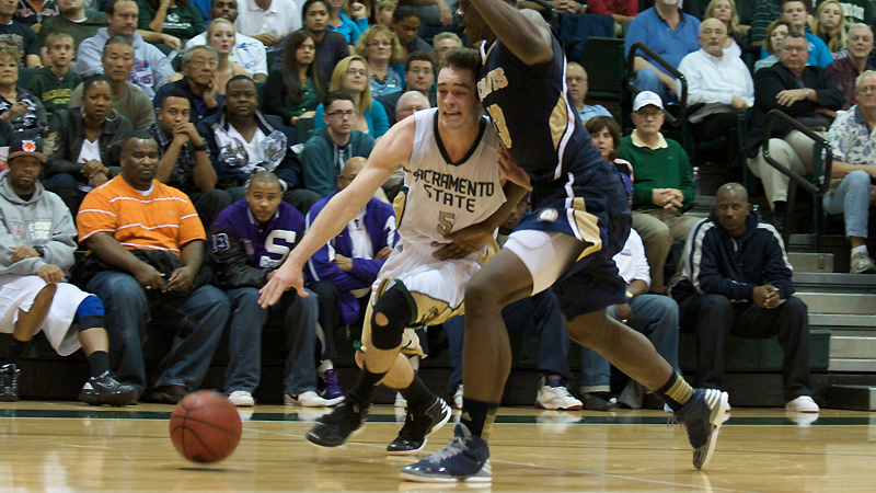 MEN'S HOOPS CONCLUDES ROAD TRIP SATURDAY AT WEBER STATE