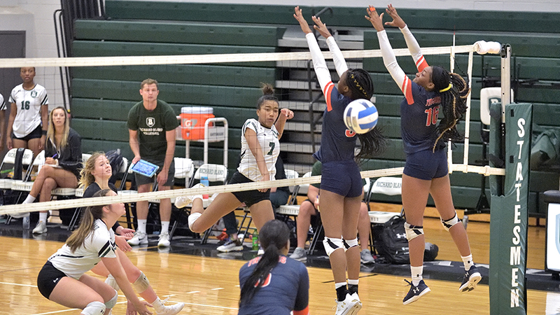 Five Straight Wins for Women's Volleyball