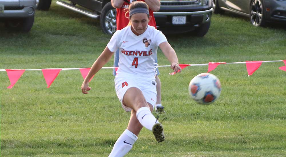 Women's soccer defeated by Knox in second half comeback